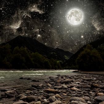 Berg. oberflächen nachthimmel mit sternen und mond und wolken. elemente dieses von der nasa bereitgestellten bildes