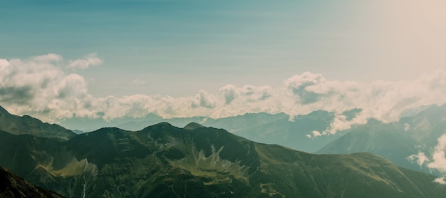Berge im nationalpark hohe tauern in den alpen in österreich. hintergründe
