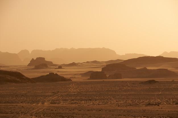 Berge in der sinai-wüste bei sonnenuntergang