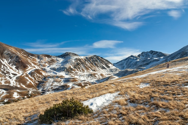 Berge mit schnee - pyrenäen
