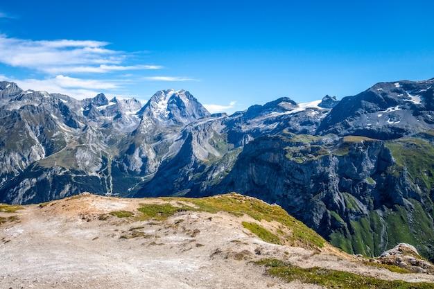Berggletscher-landschaftsansicht vom petit mont blanc-gipfel in pralognan la vanoise, französische alpen