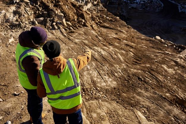 Bergleute im steinbruch