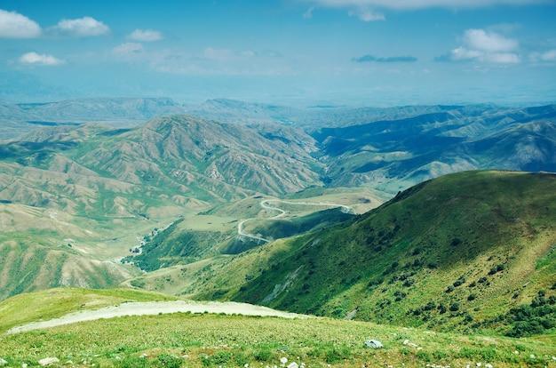 Bergplateau-bezirk der region dschalal-abad im westen kirgisistans