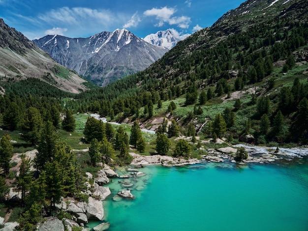 Bergsee, russland westsibirien, altai-gebirge, katun-grat.