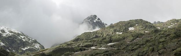 Bergsteigerroute von der gredos-plattform zur großen lagune. circo de gredos in avila, kastilien und leon.