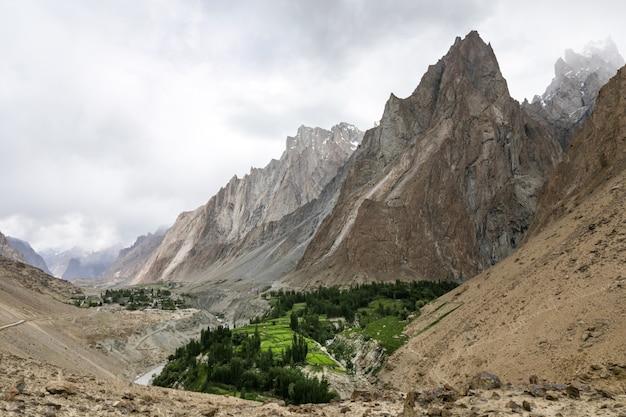 Bergtal in nordpakistan karakorum