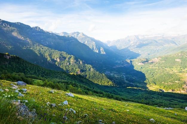 Bergtal in pyrenäen
