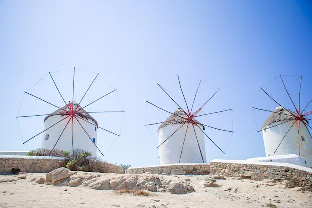 Berühmte ansicht von traditionellen griechischen windmühlen auf mykonos