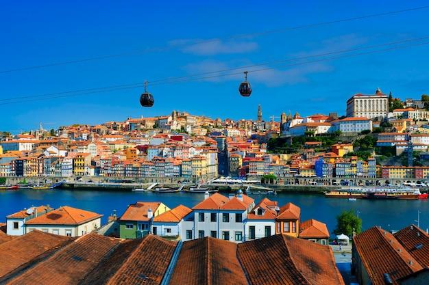 Berühmte aussicht auf porto und den fluss douro, portugal, europa