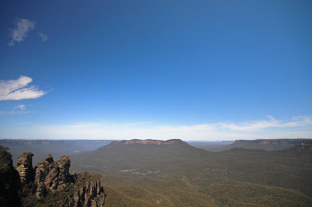 Berühmte felsen mit drei schwestern im blauen berg sydney australia