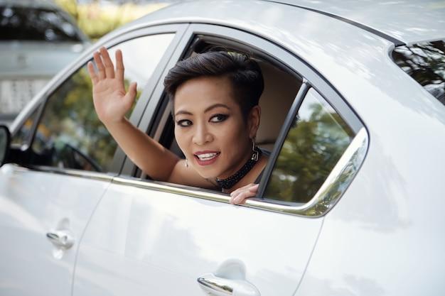 Berühmte person im auto