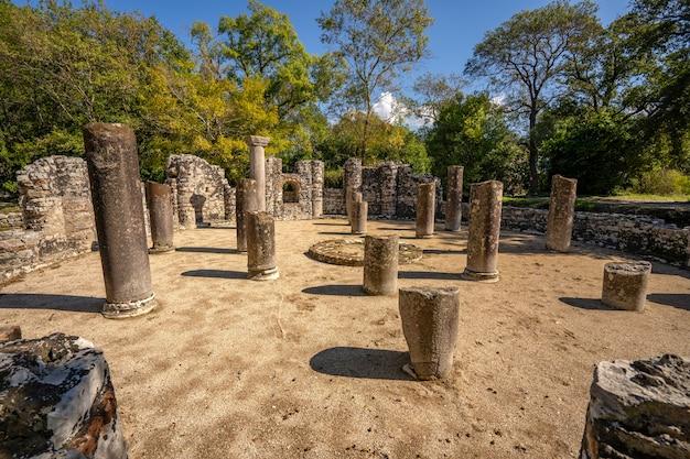 Berühmte römische siedlung in der archäologischen stadt butrint in albanien.