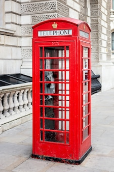 Berühmte rote telefonzelle, london. spezielle fotografische bearbeitung.