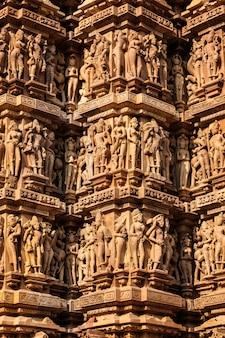 Berühmte steinmetzskulpturen von khajuraho