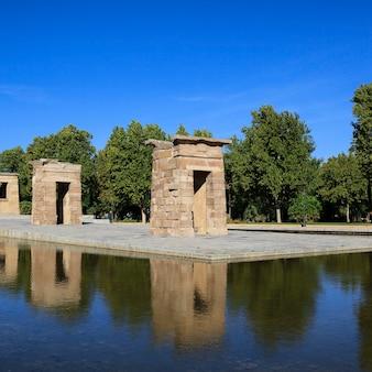 Berühmter debod-tempel in madrid, spanien