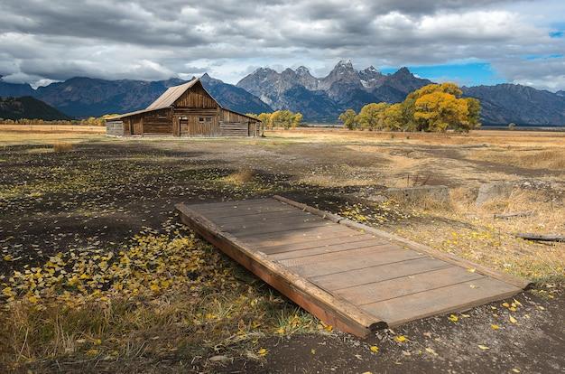 Berühmter markstein, mormon row historic im großartigen teton nationalpark