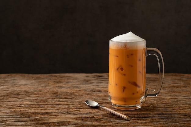 Berühmtes getränkgetränk des thailändischen tees traditionell