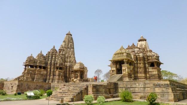 Berühmtes indisches madhya pradesh touristisches wahrzeichen - kandariya mahadev tempel, khajuraho, indien
