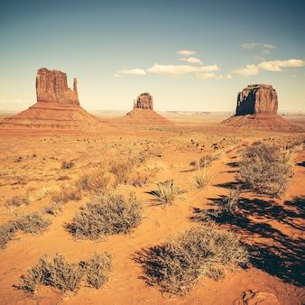 Berühmtes monument valley mit spezieller fotografischer verarbeitung, usa