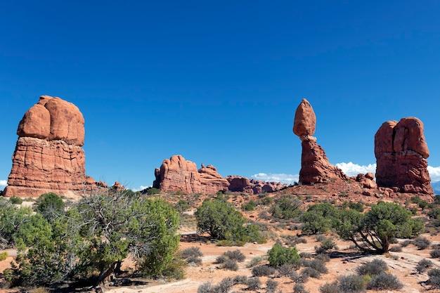 Berühmtes rotes felsenpanorama im arches national park, utah