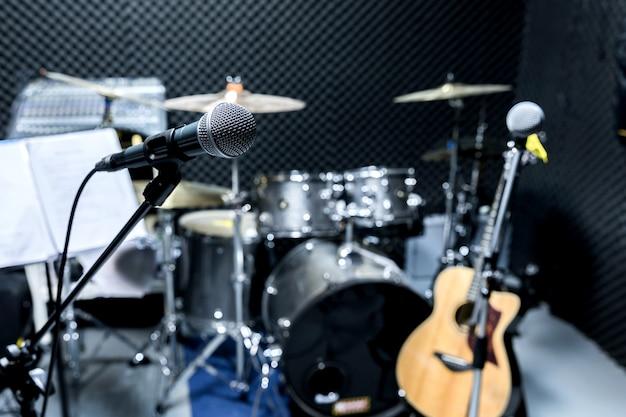 Berufskondensator-studiomikrofon, musikalisches konzept. aufzeichnung