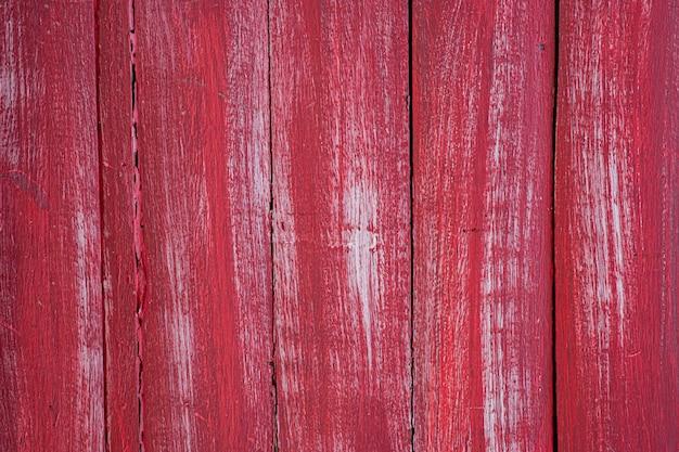 Beschaffener gemalter roter hintergrund der alten holzwand