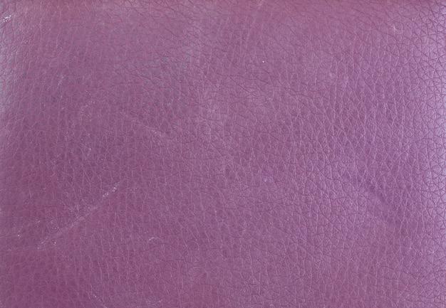 Beschaffenheit der purpurroten ledernen mappe.