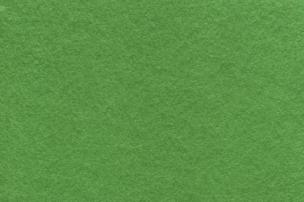 Beschaffenheit des alten dunkelgrünen papierhintergrundes, struktur der dichten moospappe