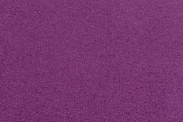 Beschaffenheit des alten dunklen purpurroten papiers