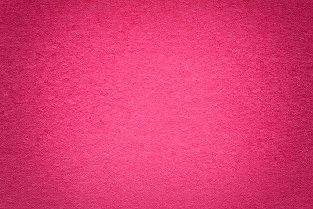 Beschaffenheit des alten purpurroten papierhintergrundes, nahaufnahme