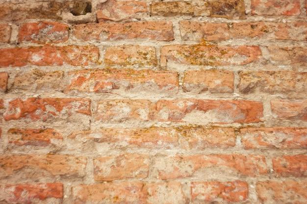 Beschaffenheit des alten roten backsteins, maurerarbeit