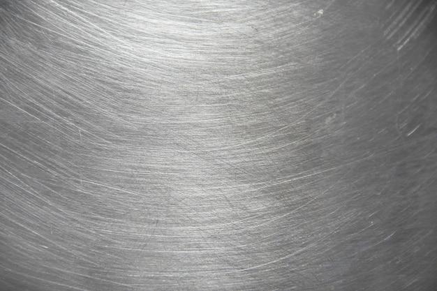 Beschaffenheit des aluminiumtopfes mit unordentlichem kratzer und lichtreflex