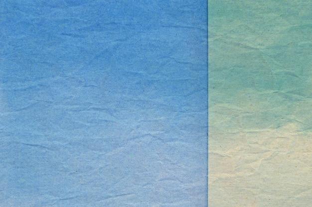 Beschaffenheit des blauen und grünen zerknitterten papiers