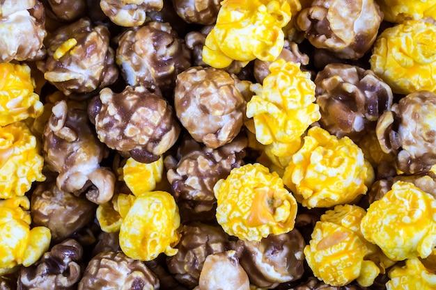Beschaffenheit des mischkäse- und karamellpopcorns