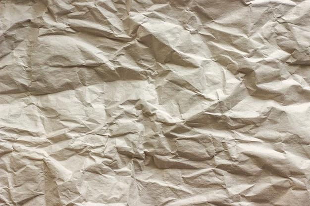 Beschaffenheit des zerknitterten packpapiers