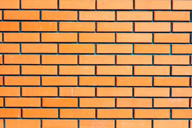 Beschaffenheit einer backsteinmauer mit sprüngen und kratzern
