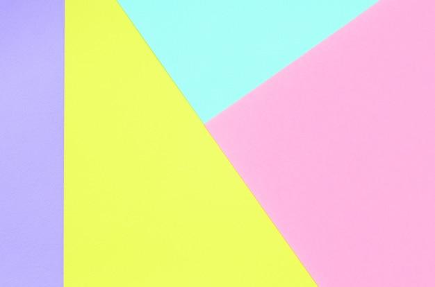 Beschaffenheitshintergrund von modepastellfarben. rosa, violette, gelbe und blaue geometrische musterpapiere. minimales abstraktes