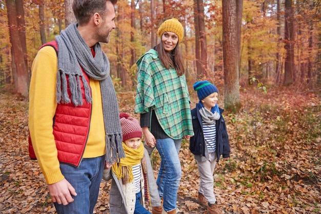 Besonderer tag für eine glückliche familie