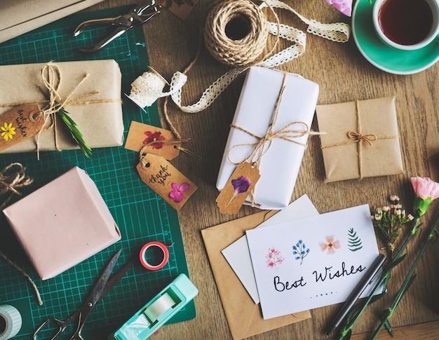 Best wish card mit geschenkbox-hintergrund