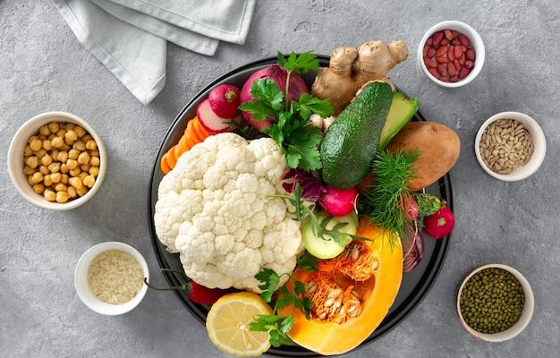Bestandteile, die vegetarisches indisches lebensmittel aloo gobi kochen