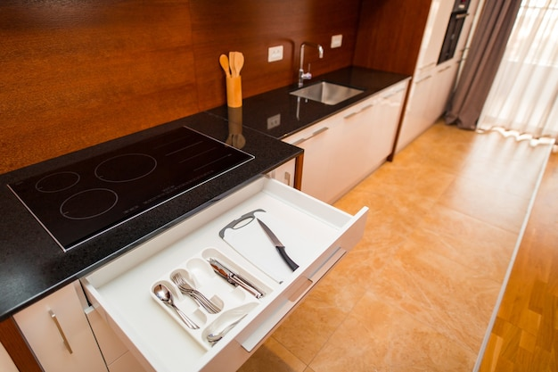 Besteck in einer schublade in der küche küchenschublade in der küche