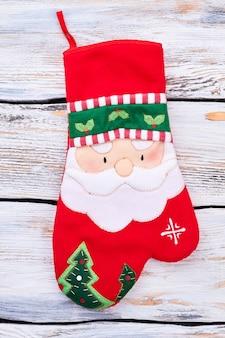 Bestecktasche im weihnachtshandschuh-stil.