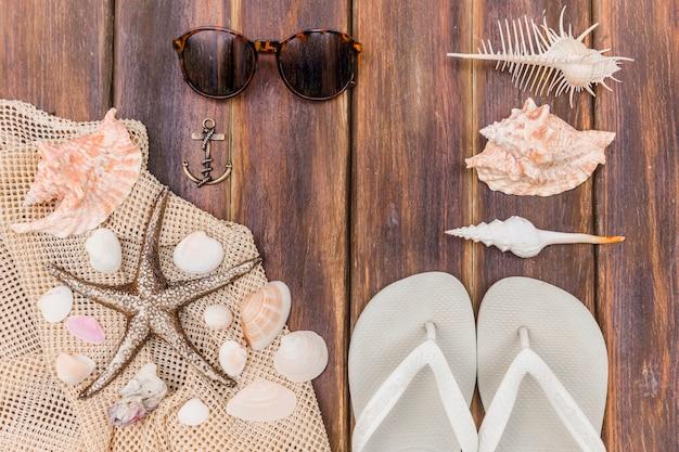 Bestehend aus strandobjekten und souvenirs