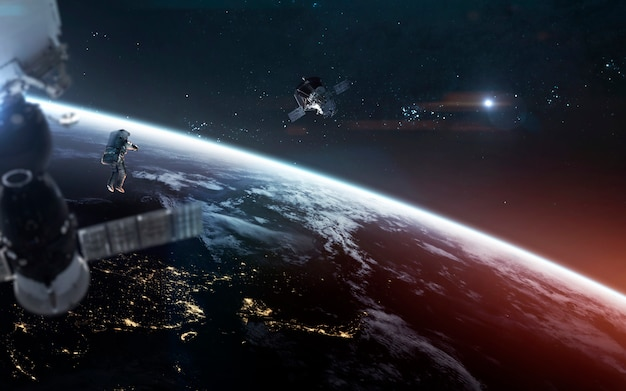 Betrachten sie unseren planeten vom orbit und von den astronauten aus auf dem weltraumspaziergang.