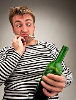 Betrunkener bizarrer seemann
