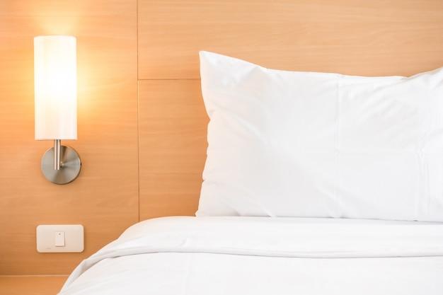 Bett mit einem nachtlicht