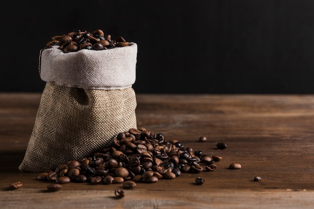 Beutel mit kaffeebohnen