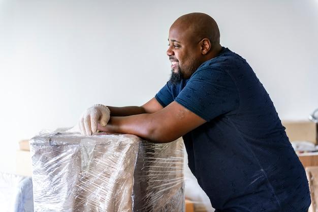 Bewegliche möbel des schwarzen mannes