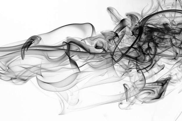 Bewegung des schwarzen rauches auf weißem hintergrund, feuerdesign