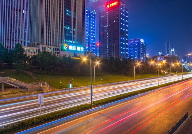 Bewegungsgeschwindigkeitseffekt mit stadtnacht
